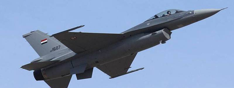 Iraqi air forces target Islamic State sites in the Hamrin mountains