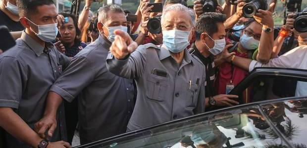 Malaysian police forces foiled Islamic State sympathizer's plot to kill Prime Minister Mahathir