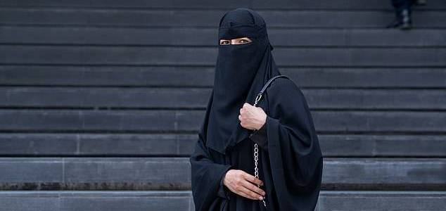 Wannabe Islamic State jihadi bride released on bail despite collecting 1000 images of dead bodies and beheadings