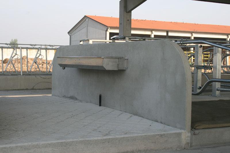 Cuccette prefabbricate e attrezzature per allevamento bovini