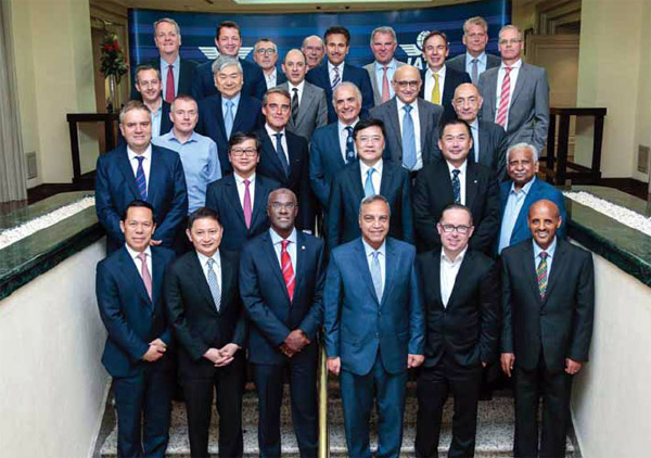 IATA-Board-of-Governors-pose-for-the-shutterbugs