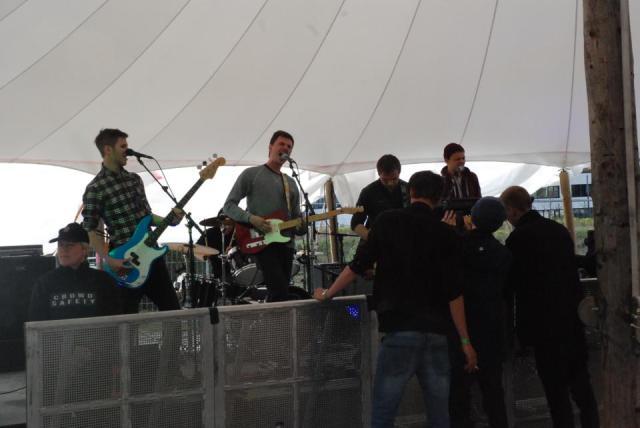 Apollo Bear var et af lidt for mange bands, der spille for alt for få fremmødte