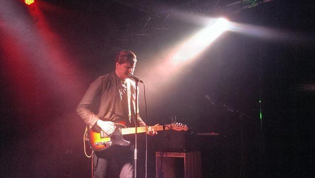 Wolff alene på scenen