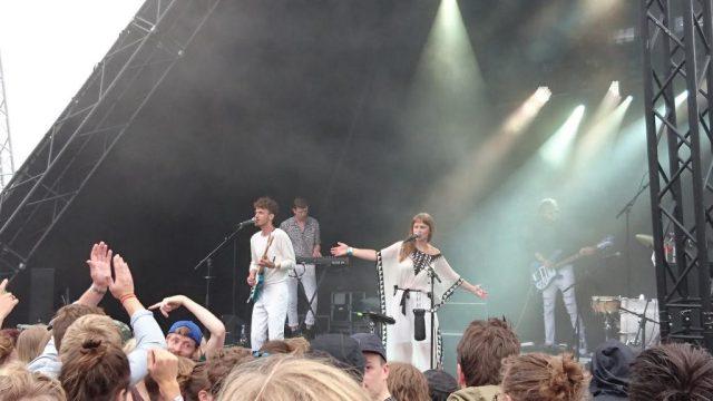 Astrid Cordes og Simon Kjeldgaard i front for Shy Shy Shy