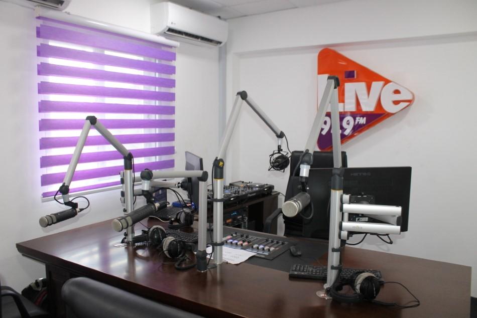 live 91 9 fm a look inside your music playstation. Black Bedroom Furniture Sets. Home Design Ideas