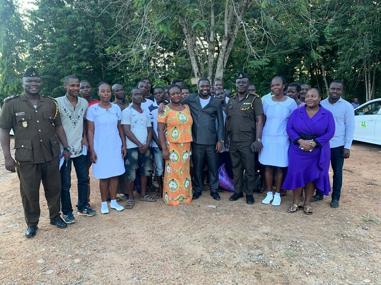 Dr. Adu Boateng with staff of End Point Homeopathic Clinic, Officers of Nsawam Prison and the freed inmates