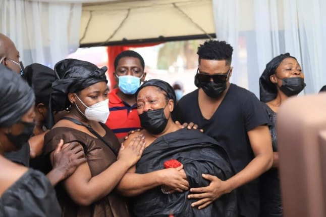 Sad: Musician Krymi consoles his mother as they bury his father (photos) 5