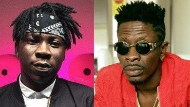 Photo of Shatta Wale To Stonebwoy – Let Your Fans Make U Feel Gangsta With That One Leg
