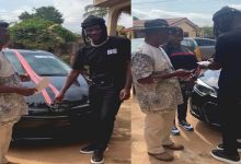 Photo of Veteran Music producer Agiecoat Gets A New Toyota Corolla car From Stonebwoy & Aisha Modi – Video