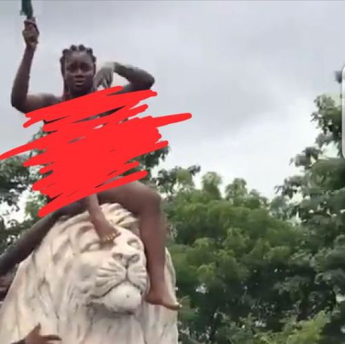 Lady Pull Out Dress To Protest After SARS Allegedly Killed Her Boyfriend - Video