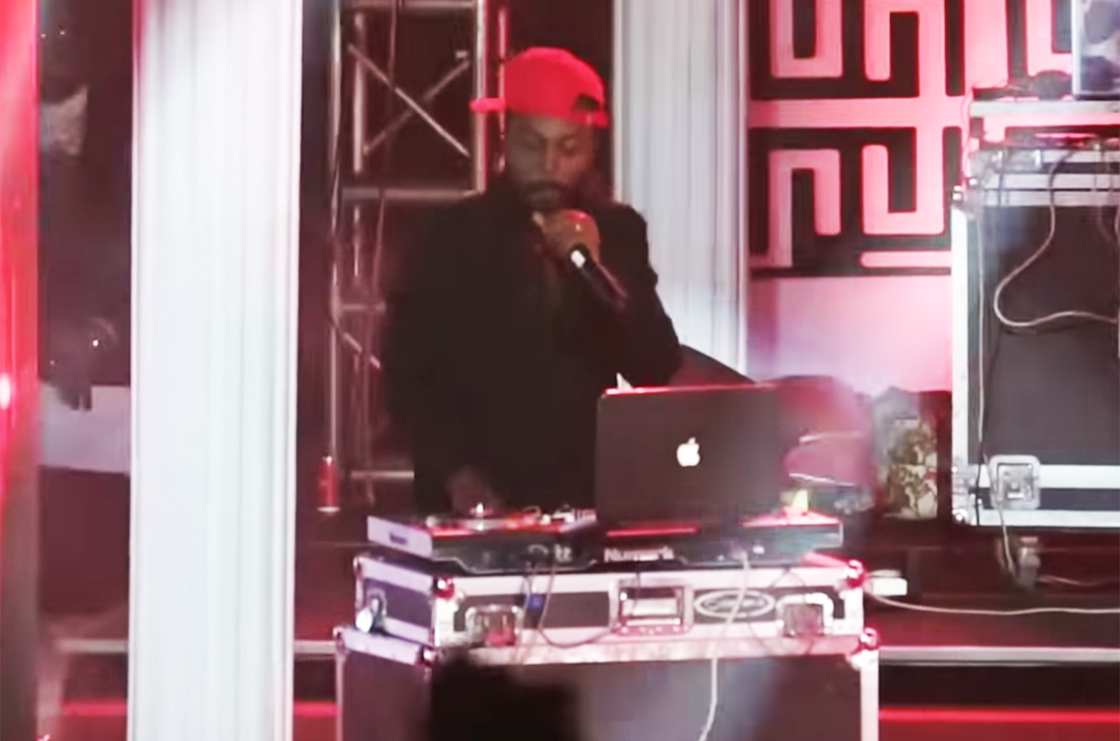 Video: Kwaw Kese morphs into a DJ at 2018 Ghana DJ Awards