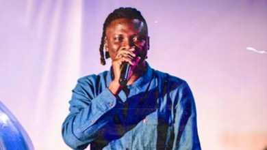 Photo of Stonebwoy signs deal with a multinational company