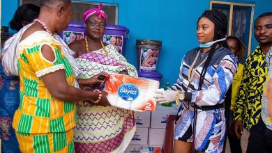Photo of Queen eShun helps Gomoa Afransi to prevent COVID-19