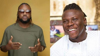 Photo of Stonebwoy smokes peace pipe with Beatz Dakay; recruits 12 other producers for Anloga Junction album