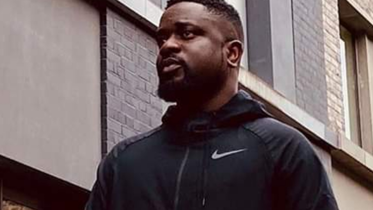 King Sarkodie touches down in Ghana with new born Prince?