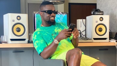 Sarkodie cops new teeth grills in UK after Pepsodent endorsement deal