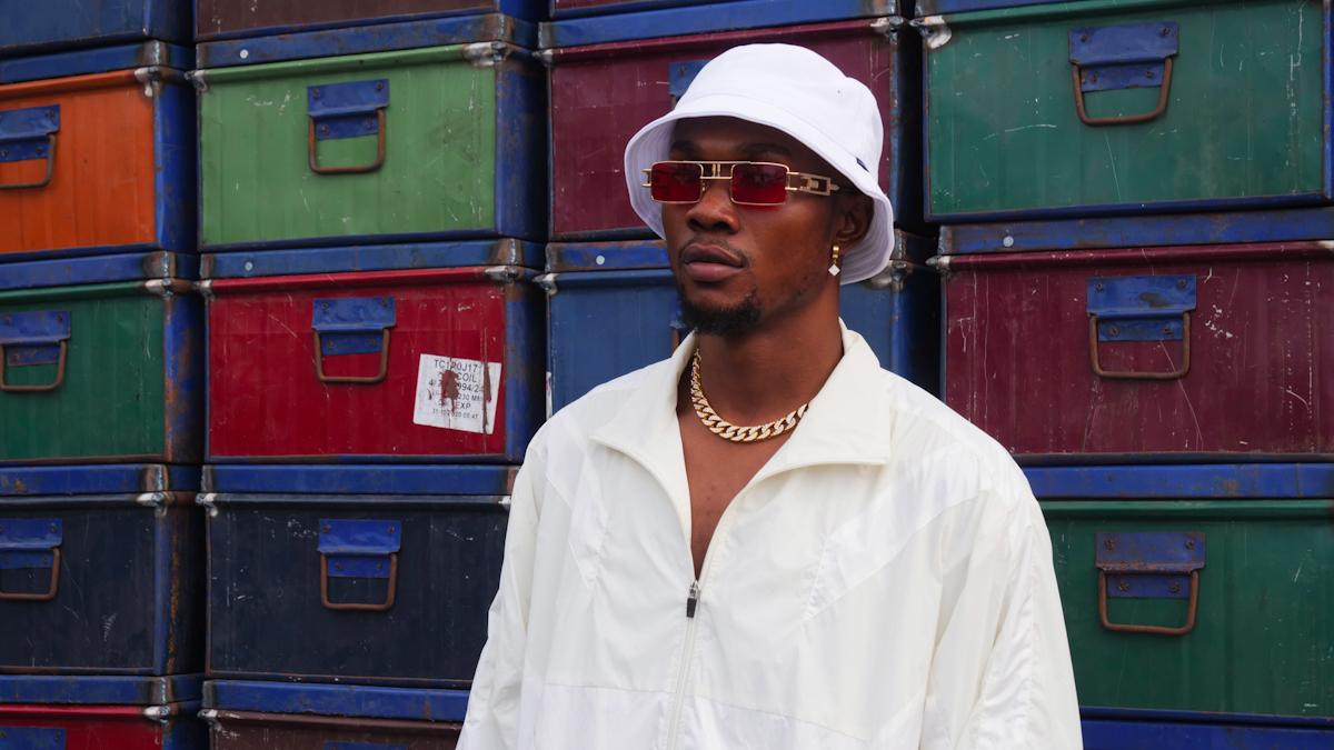 Emiz' Oluwa is an Afrobanger