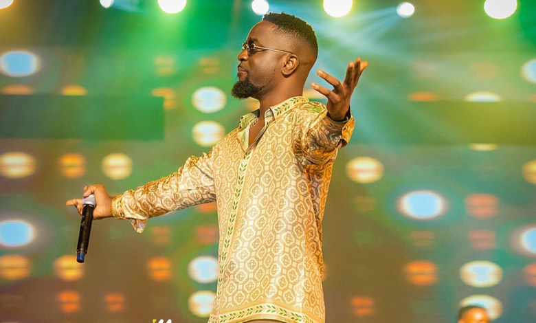 No Pressure, but can your best rapper comfort the bereaved the way Sarkodie did?