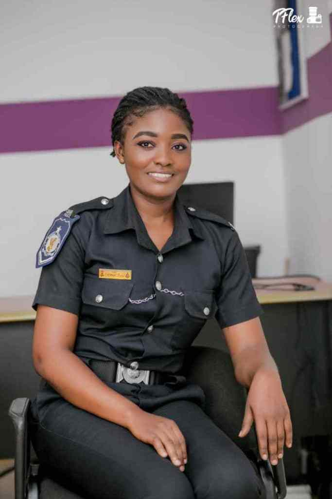 POLICE LADY1 - Beautiful Photos of a policewoman warming hearts on the internet
