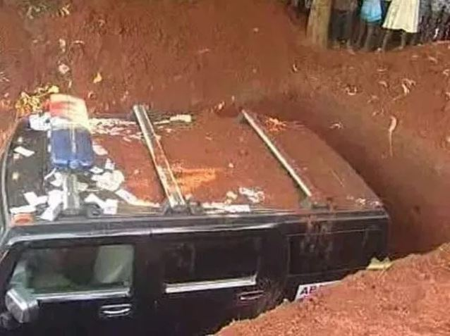 billonaire - Billionaire buries dead girlfriend in a fully loaded Hummer car instead of coffin (PHOTOS)