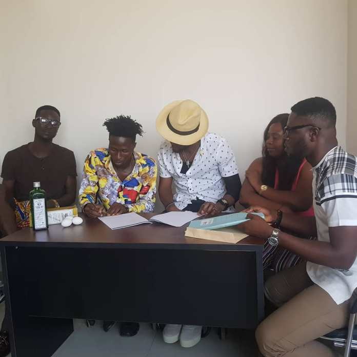 More photos of Ogidi Brown's Schnapp and egg signing pops up 6