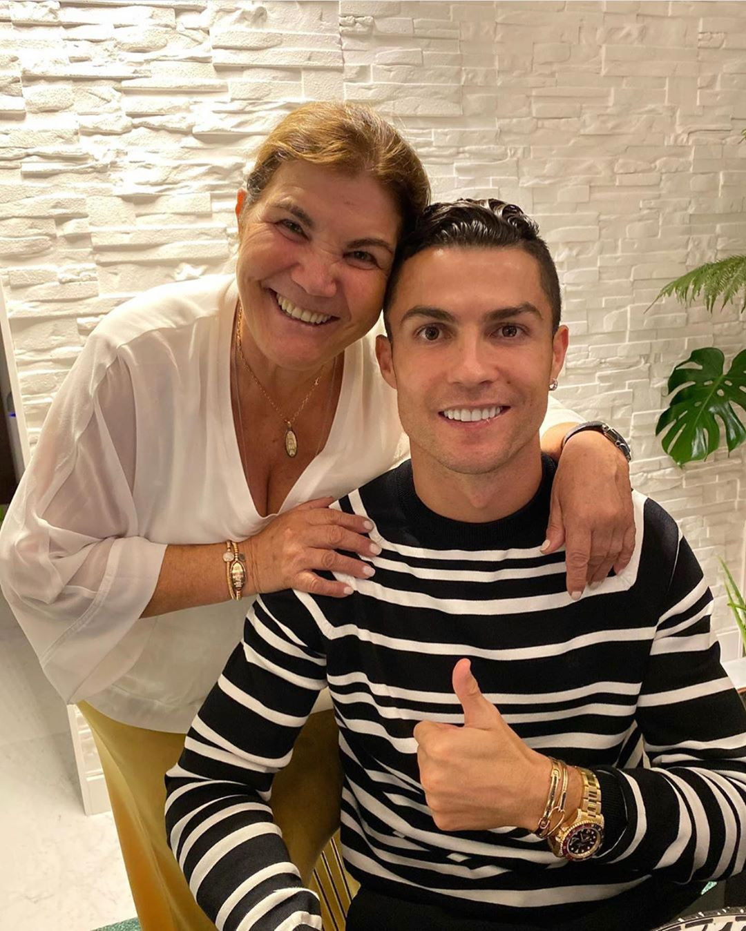 Cristiano Ronaldo Gifts Mum New Mercedes On Mother's Day