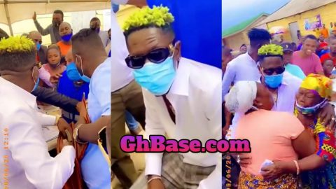 Shatta Wale Gifts Huge Sum Of Money To Voters ID Registrars