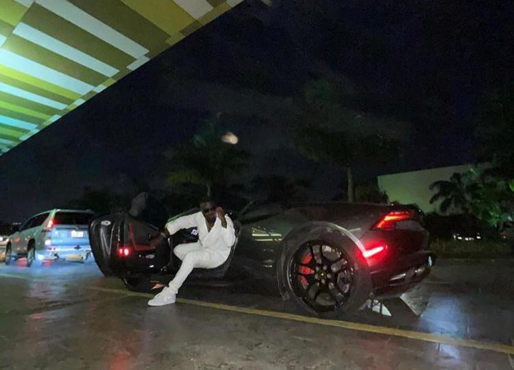 Lambo, Ferrari Or La Borrow? – Fans React As Sarkodie Was Spotted In A Gleaming Sports Car