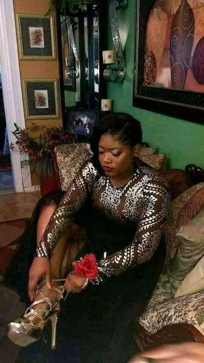 Shocking: Lady goes viral as she takes her pre-burial photos 3