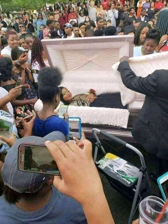 Shocking: Lady goes viral as she takes her pre-burial photos 5