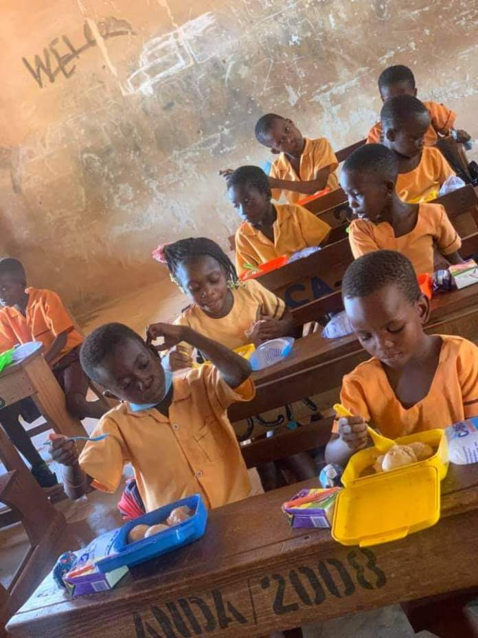 Meet Serwaah, the teacher who gives her students lunch every day despite her small earnings (photos) 6