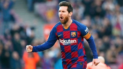 Messi agrees five-year Barcelona deal with 50 percent pay cut