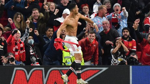 Cristiano Ronaldo's stoppage-time winner saves Manchester United's Champions League ambition
