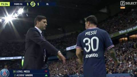 (+VIDEO) Watch the moment Lionel Messi snubbed handshake from Mauricio Pochettino after being substituted in his third game for PSG without a goal