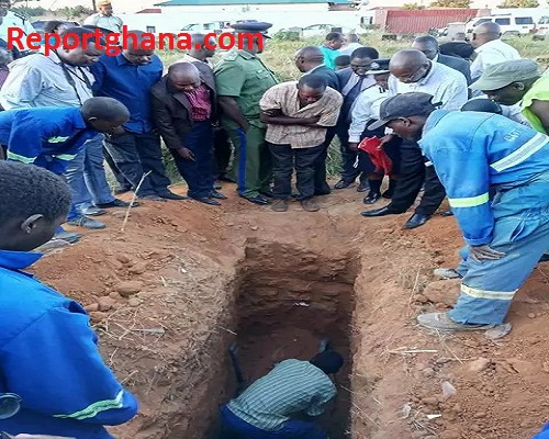 family and residence digging her grave