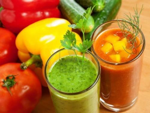 17844668-boisson-saine-jus-de-legumes-rouge-et-vert