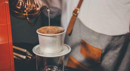 """Cà phê càng mới, khi ngâm sẽ càng nở nhiều. Cà phê """"tươi ngon"""" nhất trong 30 ngày sau khi rang."""