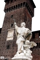 Ai piedi del Castello (Milano, © Sergio Basilio   Ghigliottina)