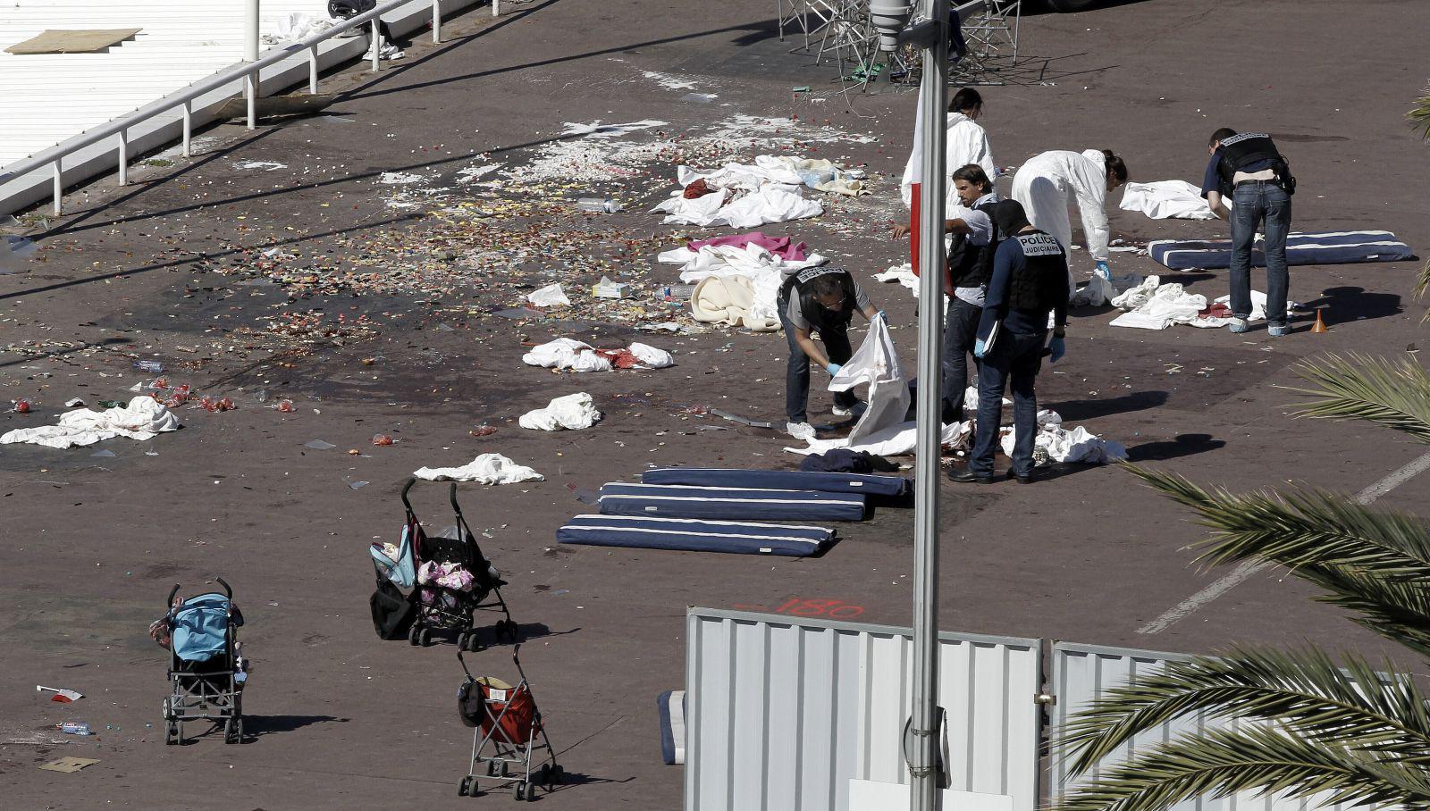 Nizza dopo l'attentato del 14 luglio 2016 (fonte immagine: ilfoglio.it)