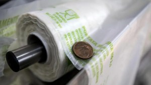 Sacchetti biodegradabili: dal 1° gennaio 2018 sono a pagamento.