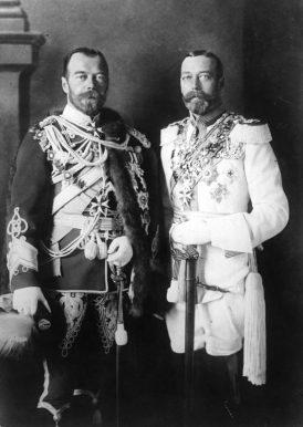 Nicola II (a sinistra) e Giorgio V (a destra)