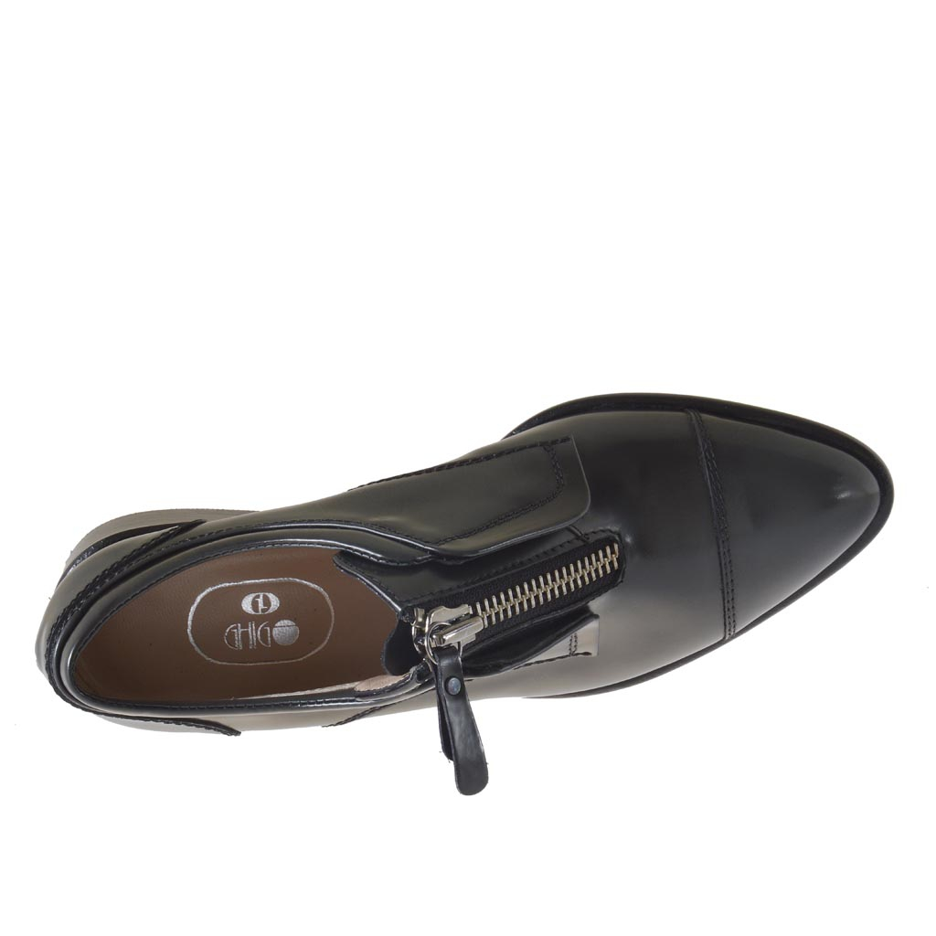 Marvell Zip Close Shoes