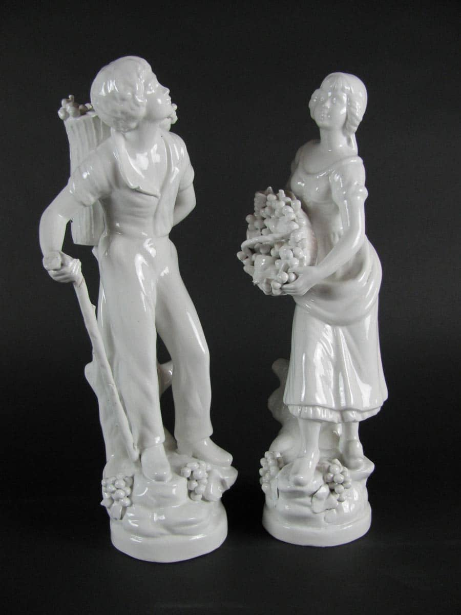 Coppia di figure in ceramica bianca dei primi del 1900