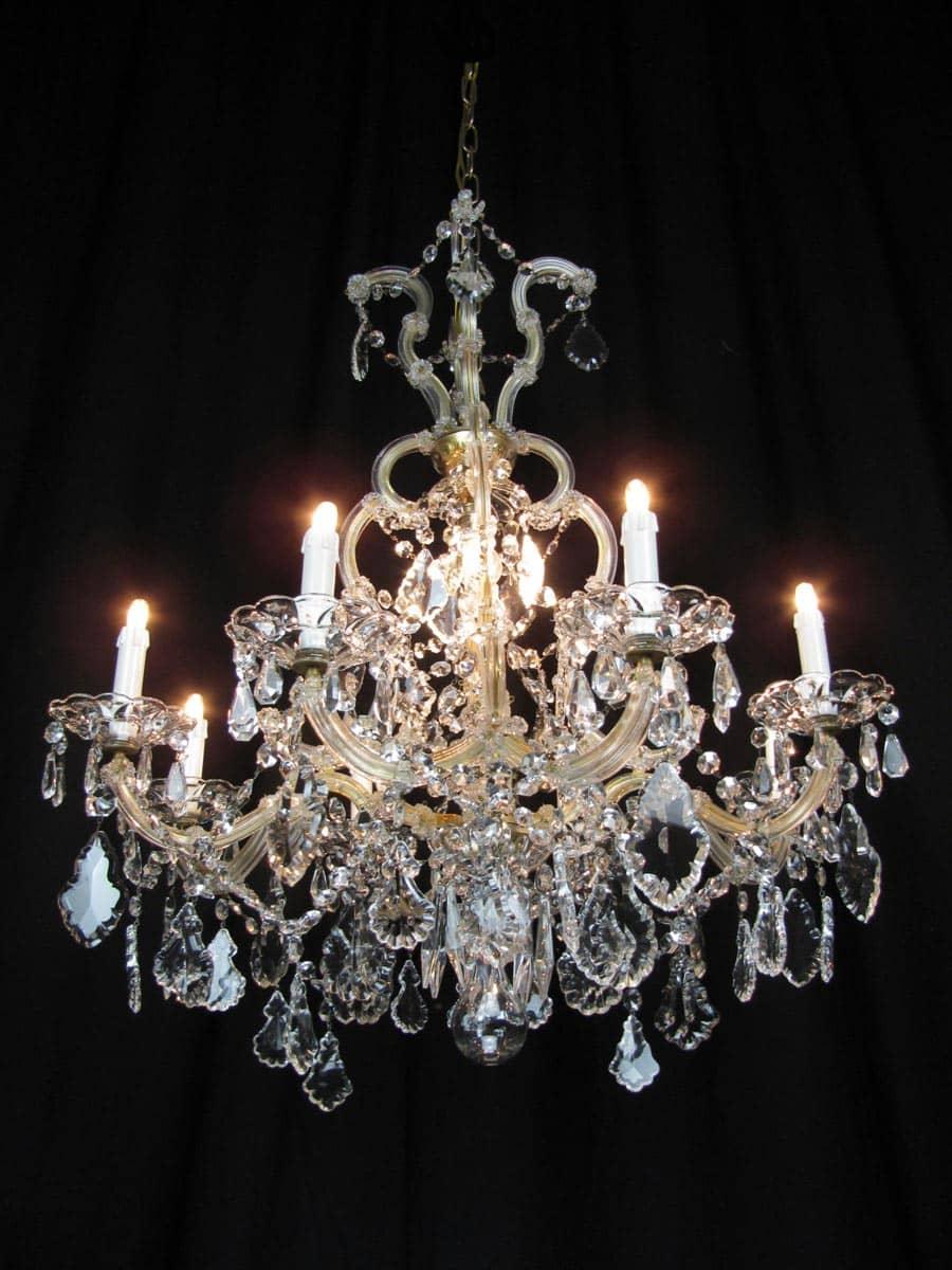 Design moderno e d'impatto con la brillantezza e l'eleganza del cristallo. Lampadario Maria Teresa In Cristallo Di Bohemia
