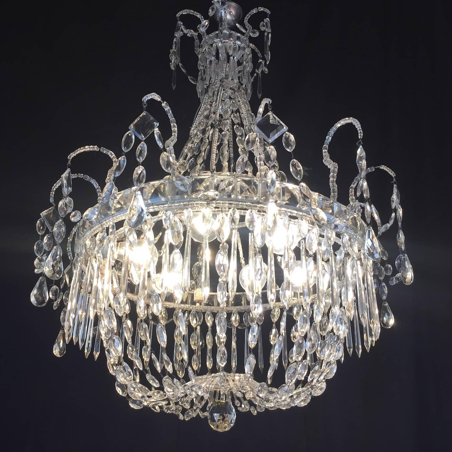 Antico Lampadario in Cristallo di Bohemia