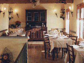 Trattoria del Castello  Trattoria Bar Bottega Alimentari Locanda  Tel 0171904169