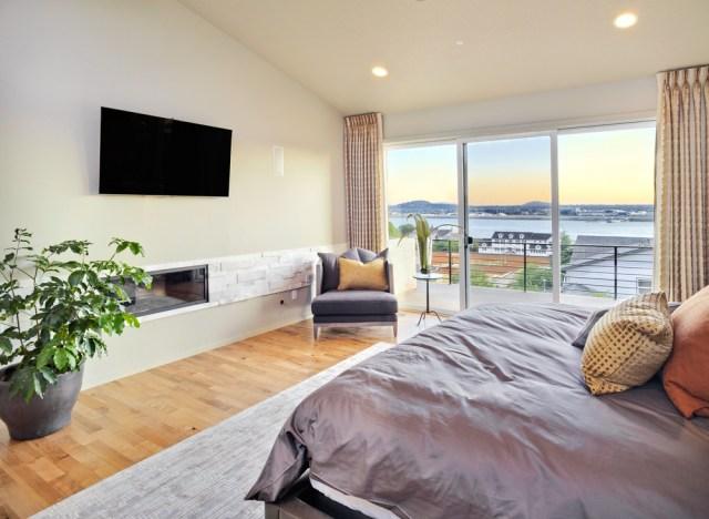 Beach house modern master bedroom - Interior Design Ideas