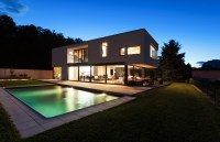 Modern house with pool - Interior Design Ideas