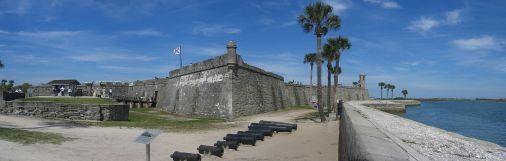 Castillo_de_San_Marcos_Fort_Panorama_1