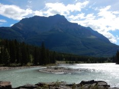 The mountain range east of the Athabasca Falls in Jasper Park.